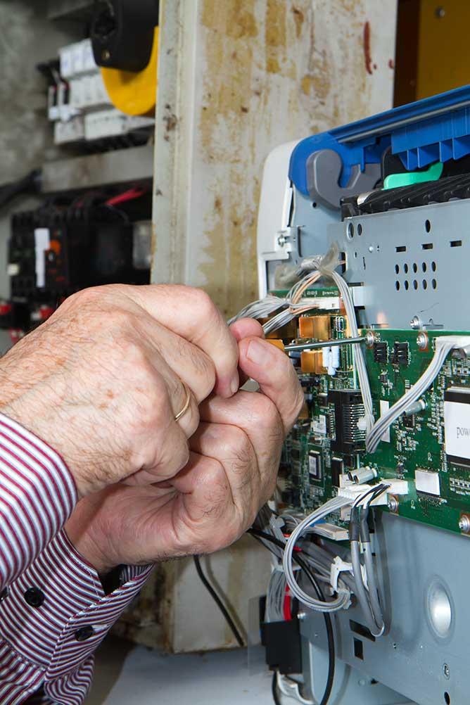 Électricien - FDL Services | Un service de dépannage électricité sur Vernouillet à votre disposition