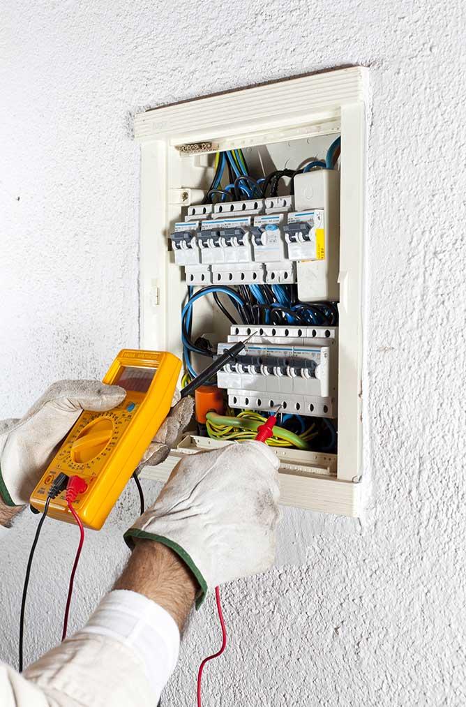 Électricien - FDL Services | Un électricien compétent pour toutes vos installations électriques sur Dreux